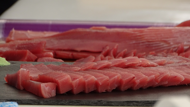 Eat tuna, eat healthy (consume tuna, be healthy)!